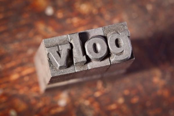 Vlog là gì? 3 mẹo làm Vlog thành công