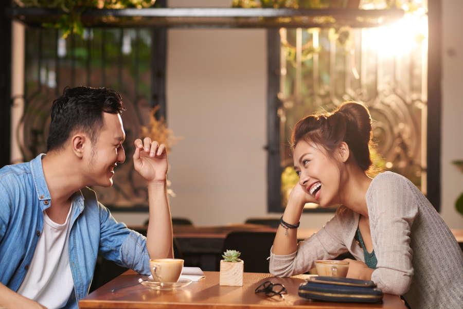 7 Cách nói chuyện hài hước với Crush