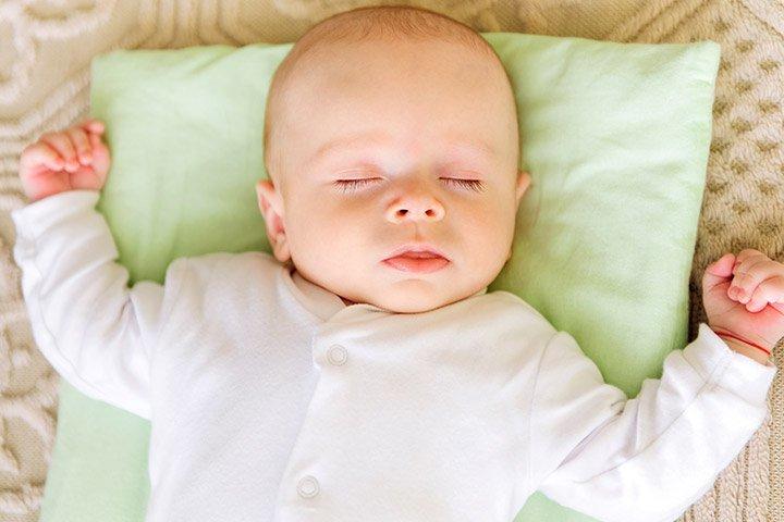 Có nên cho trẻ sơ sinh nằm gối? Lời khuyên hữu ích dành cho mẹ