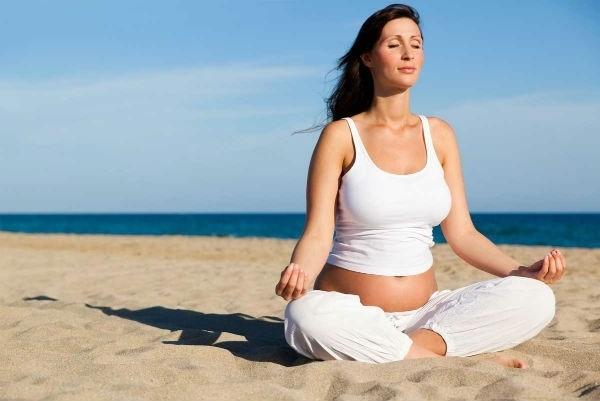 5 tư thế yoga nhẹ nhàng cho mẹ bầu luôn khỏe mạnh