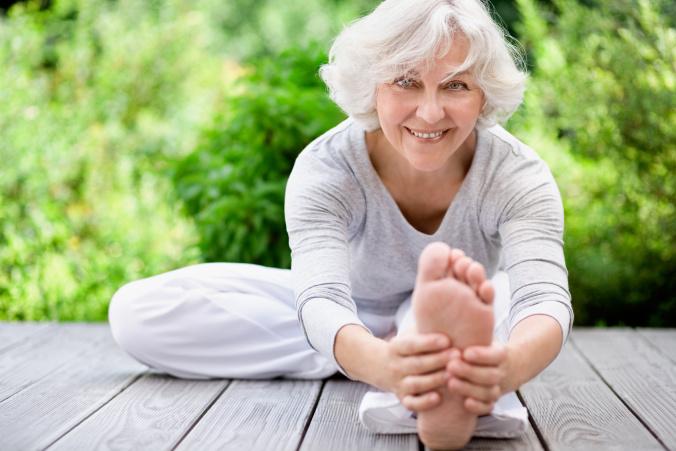 Yoga cho người già - 3 bài tập để sống thọ hơn