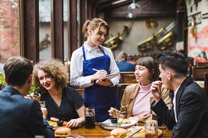 Những câu tiếng anh giao tiếp thông dụng chủ đề nhà hàng