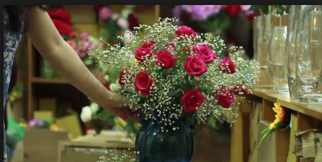 Cách cắm hoa hồng đẹp cho căn phòng tràn đầy sức sống