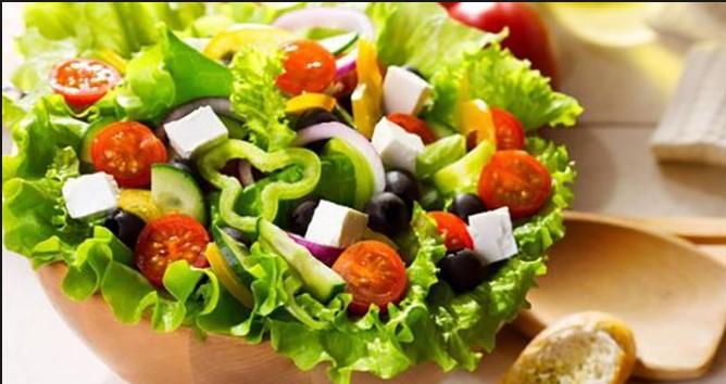 """Cách làm salad giảm cân giúp chị em lấy lại vòng eo """"con kiến"""""""