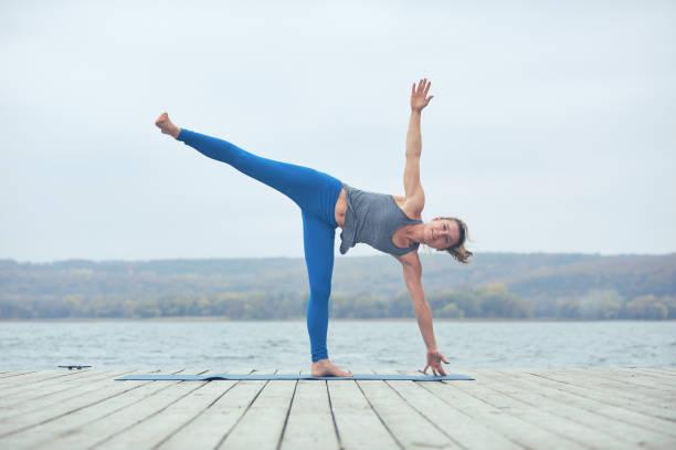Tiết kiệm thời gian với 5 bài tập yoga giảm cân tại nhà an toàn