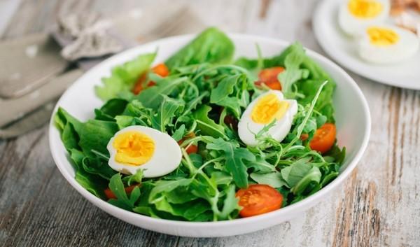 Tự tin vào bếp với món salad trứng thanh mát, bổ dưỡng