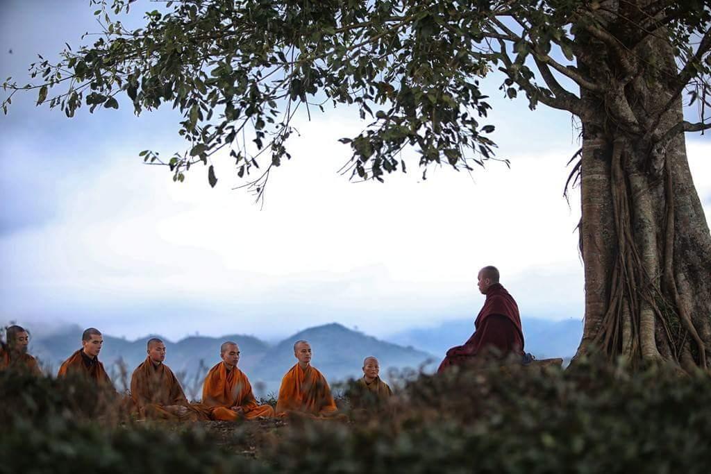 """Nên ngồi thiền ở đâu để đạt cảnh giới """"Kinh thi Phật quả""""?"""
