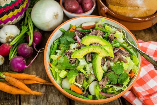 Hướng dẫn cách làm salad trộn rau củ tại nhà ngon hơn nhà hàng