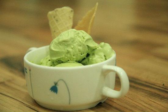 """Cách làm kem matcha """"mê hoặc"""" bạn từ miếng đầu tiên"""