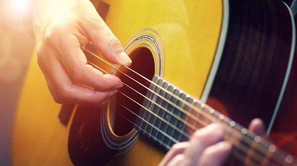 Fingerstyle guitar là gì? Các phong cách fingerstyle trong đệm hát Guitar
