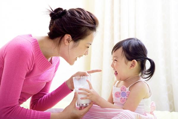 Giáo dục toàn diện với các cách dạy trẻ 2 tuổi bướng bỉnh