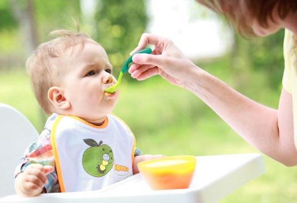 Mách mẹ thực đơn ăn dặm cho bé 6 tháng tuổi theo kiểu truyền thống