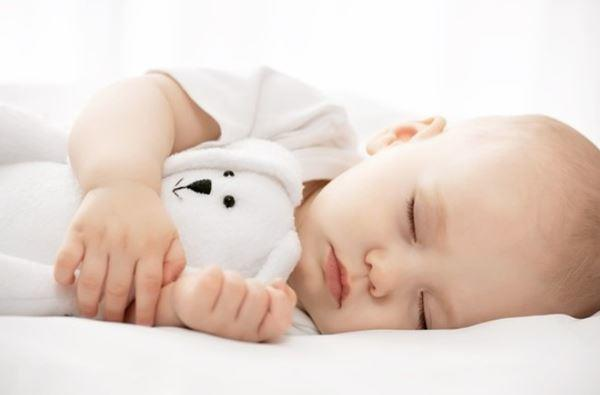 Bé khó ngủ thiếu chất gì? Làm sao để cải thiện giấc ngủ cho bé?