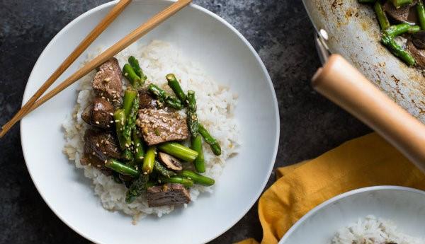 Bữa cơm đậm đà hơn với 2 cách làm món măng tây xào thịt bò