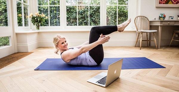 """Những lưu ý """"vàng"""" khi tập yoga tại nhà bạn không nên bỏ qua"""