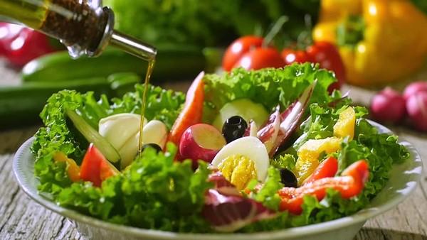 Điểm mặt 2 cách làm salad dầu giấm ngon miễn chê