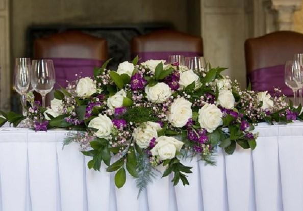 Hướng dẫn 2 cách cắm hoa để bàn ngày cưới đơn giản mà đẹp