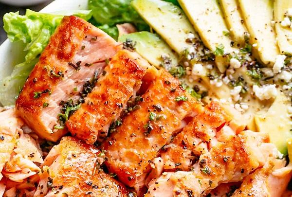 Bỏ túi 2 món salad cá hồi được yêu thích nhất hiện nay