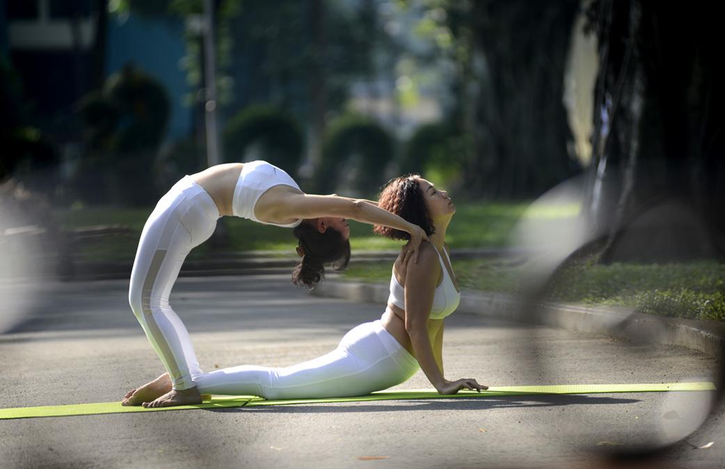 Những tư thế yoga đôi nữ cực đỉnh cho cặp bạn thân