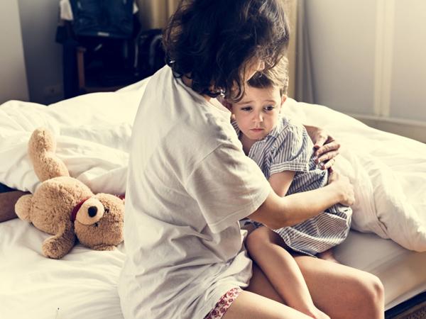Trẻ khó ngủ về đêm: Nguyên nhân và cách khắc phục