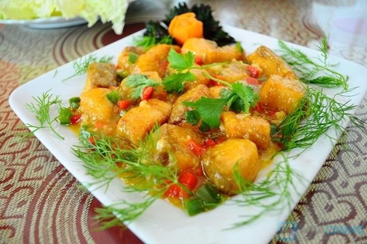 Mách mẹ cách nấu cá hồi sốt cam cho bé ăn ngon