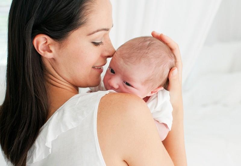 """Lần đầu làm mẹ: Những kỹ năng chị em phải """"khắc cốt ghi tâm"""""""