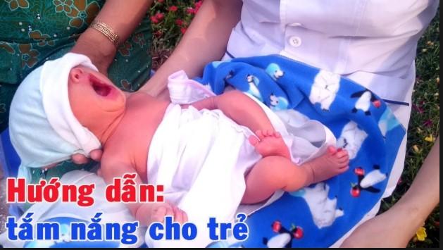 Những điều cần biết khi tắm nắng cho trẻ sơ sinh
