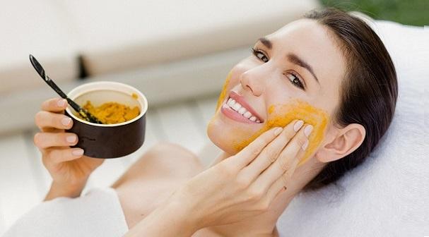 Sở hữu làn da hoàn hảo với 3 loại mặt nạ bột nghệ trị mụn tốt nhất hiện nay