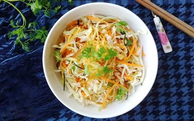 Tuyệt chiêu làm món salad bắp cải thanh mát cho cả nhà thưởng thức