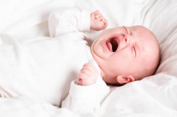Trẻ sơ sinh nghẹt mũi về đêm: Nguyên nhân và cách điều trị triệt để