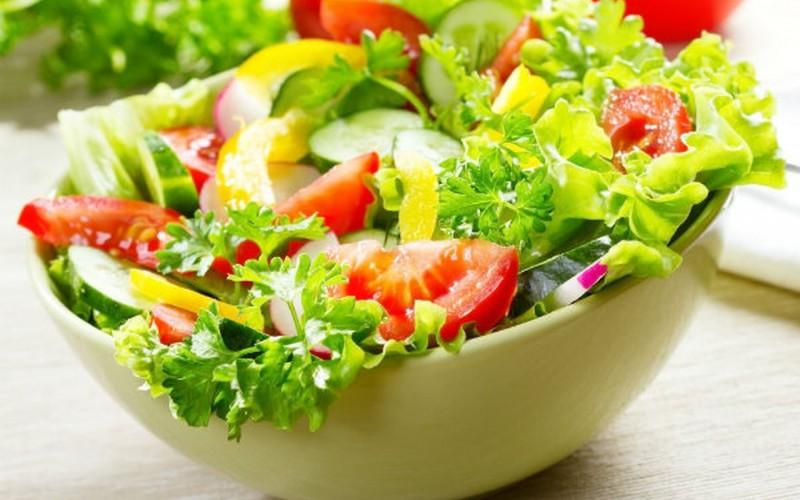 Cách làm salad cà chua dưa chuột ngon hơn ngoài tiệm