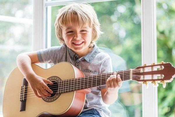 Những lưu ý khi học guitar đệm hát tại nhà mà bạn không nên bỏ qua