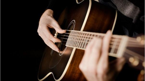 Cách chỉnh dây đàn guitar dễ nhất cho người mới tập