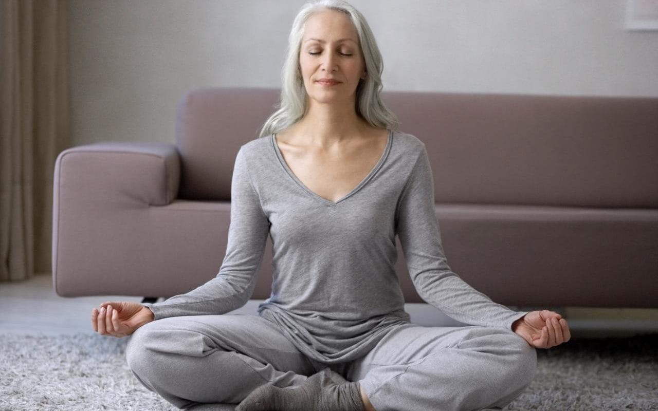 Yoga dưỡng sinh - bí quyết thổi bay lão hóa sớm cho tuổi