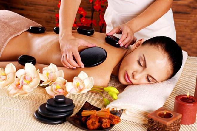 Massage trị liệu bằng đá nóng có thật sự hiệu quả?