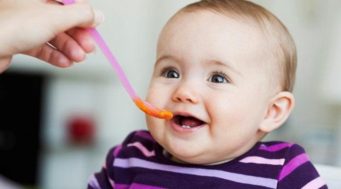 Cho trẻ 7 tháng tuổi ăn bao nhiêu là đủ? Lời khuyên dành cho mẹ