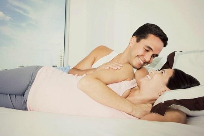"""Có nên quan hệ khi mang thai? """"Kiến thức vàng"""" dành cho các cặp đôi"""