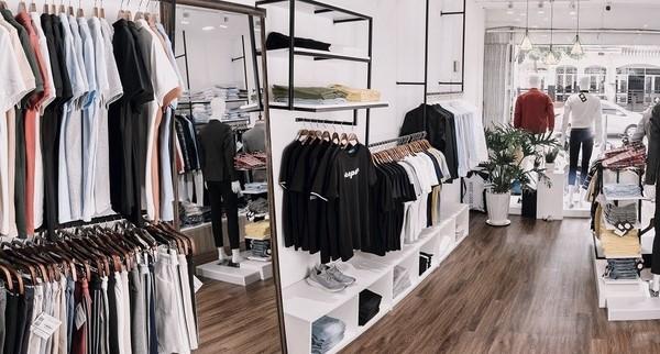 Giải đáp: Mở shop quần áo nam cần những gì?