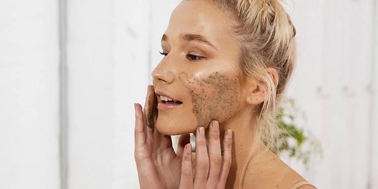 """3 cách tẩy tế bào chết cho da mặt nhờn """"siêu"""" rẻ và hiệu quả"""